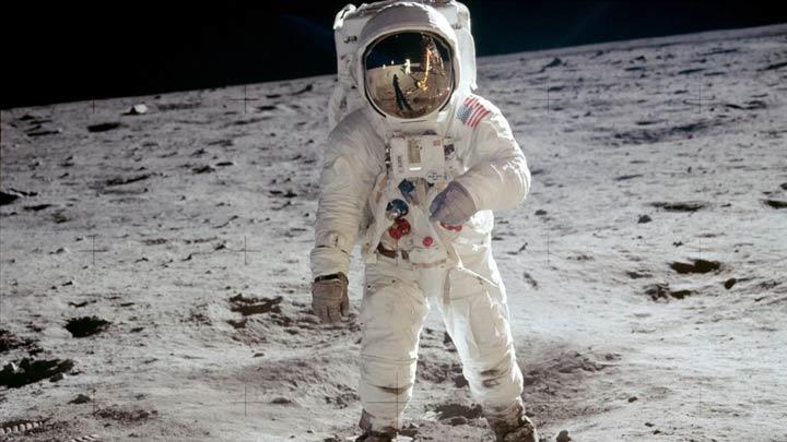 عکس مشهوری که باز آلدرین را روی ماه نشان میدهد