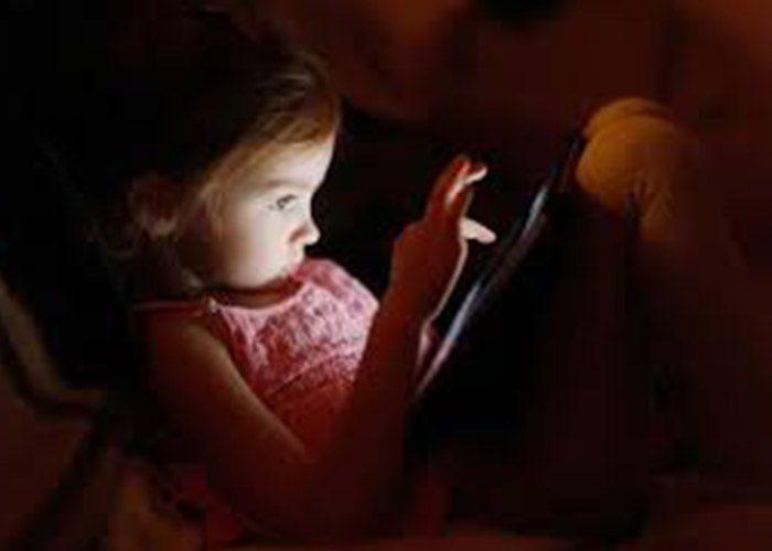 ناراحتی های چشمی کودکان به نگاه به صفحات دیجیتال