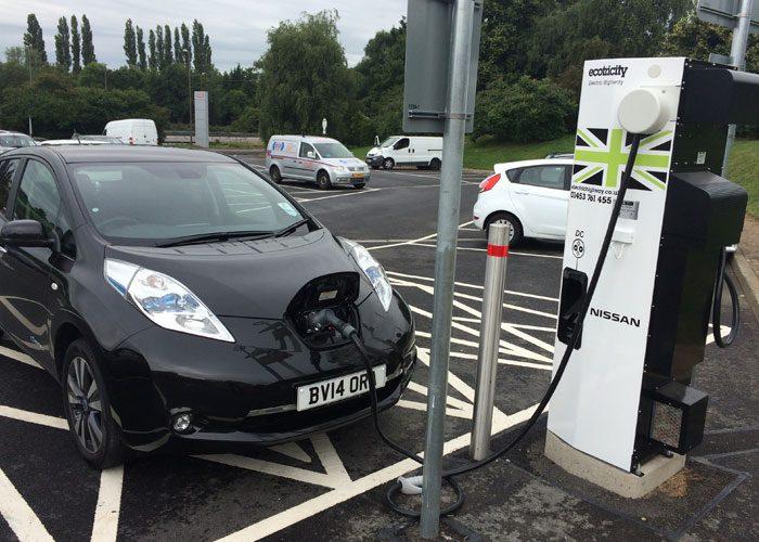 جایگاه شارژ خودروی الکتریکی در لندن