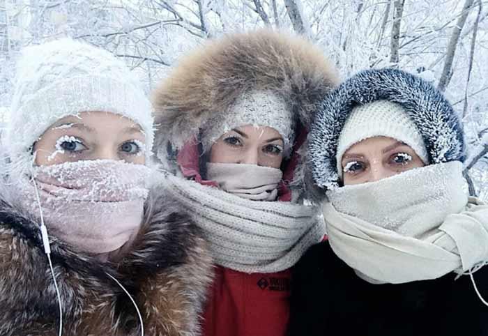 پلکهای یخ زده مردم در اویمیاکن