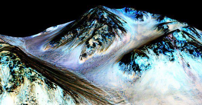 1 e5179 جریان آب روی تپه