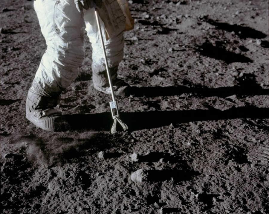 سنگ های ماه