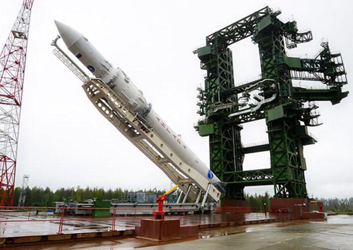 6-angara-rocket-rollout-pad-lift