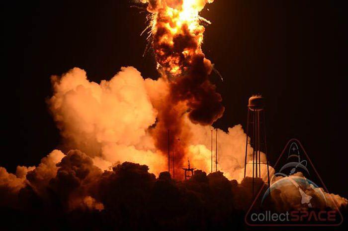 antares-rocket-explosion-2
