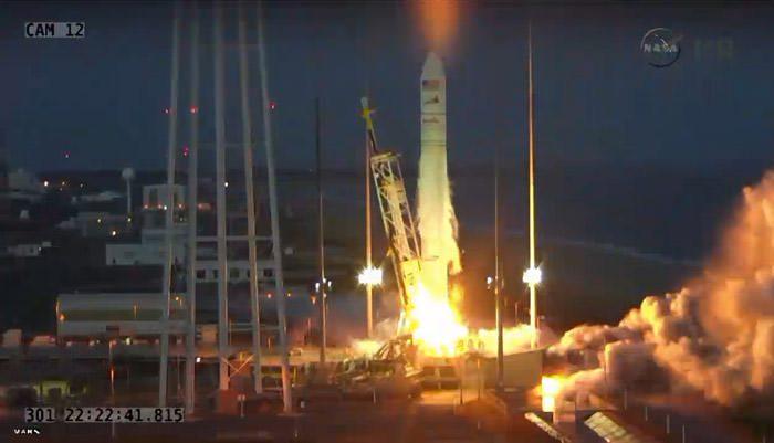 antares-rocket-liftoff-explosion