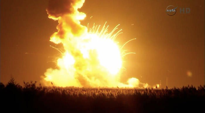 cygnus-launch-antares-explosion