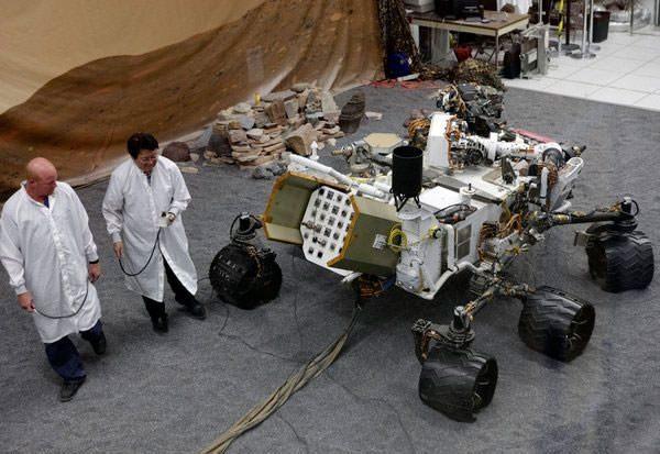la-fi-mo-mars-landing-power-source-20120805-001