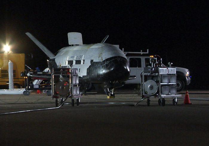 x-37b-space-plane-landing-photos-7-101203-02