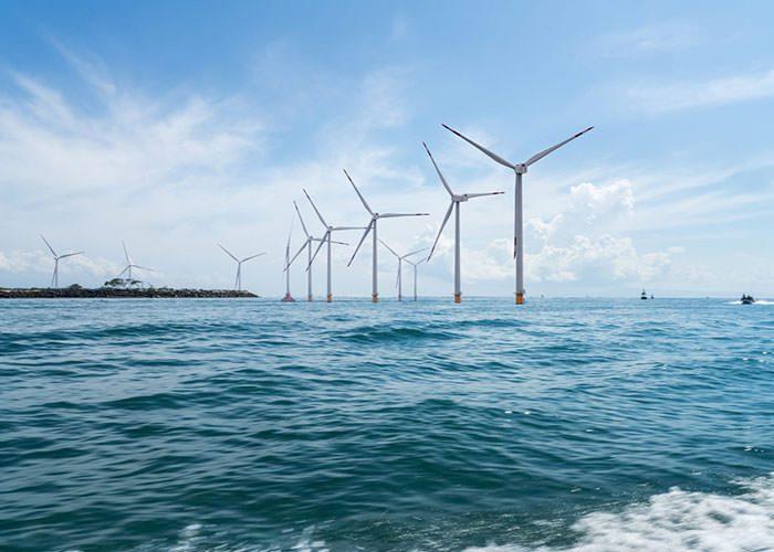 انرزی های تجدید پذیر (توربین های بادی ، انرژی خورشیدی )جایگزین سوخت های فسیلی (نفت یا گاز)