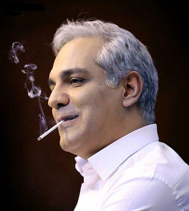 سیگار کسیدن مدیری در نشست خبری فیلم ساعت پنج عصر